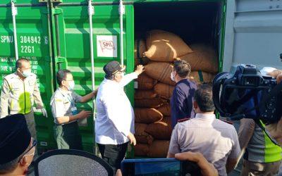 Export Perdana Biji Mete Ke Vietnam Menggunakan SPIL KM Pulau Layang